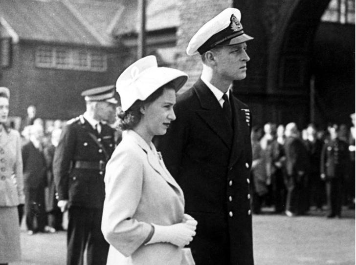 Фото №3 - Начало большой любви: первое совместное фото Елизаветы и принца Филиппа