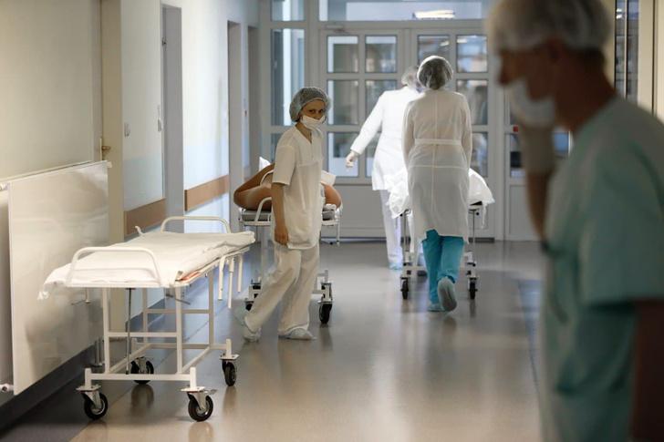Фото №1 - «Самый страшный сценарий— когда некуда будет госпитализировать людей». Реаниматолог— о третьей волне