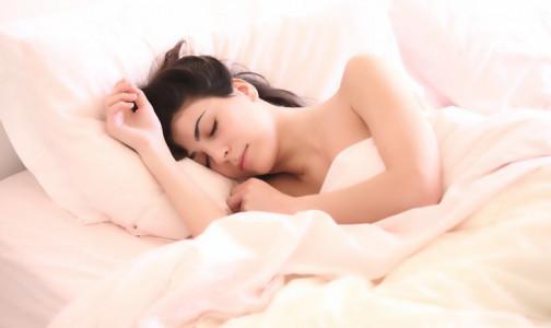 Фото №1 - Правила здорового сна от врача-косметолога. Как нужно спать, чтобы сохранить молодость и красоту
