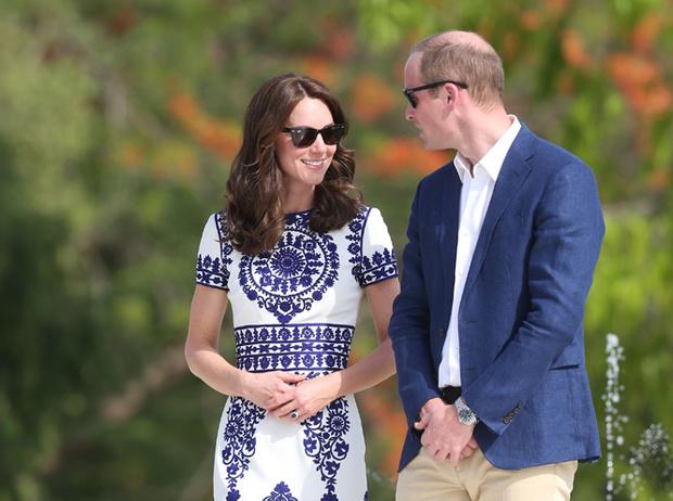 Фото №1 - Фэшн-тур Кейт Миддлтон: все наряды герцогини Кембриджской в поездке по Индии и Бутану