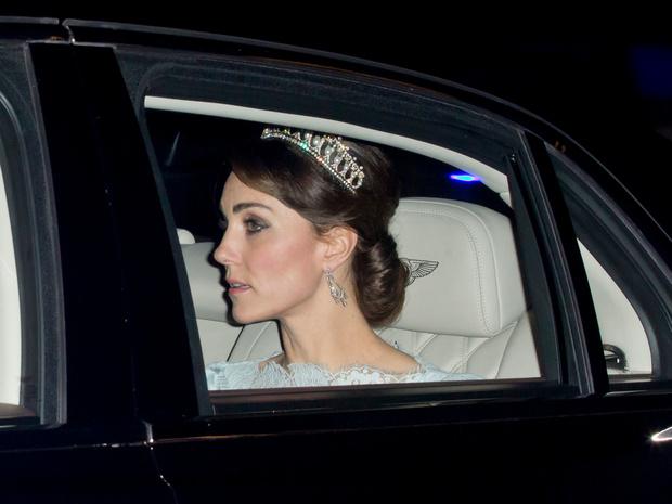 Фото №5 - Диадемы для герцогини: все знаковые выходы Кейт в тиарах