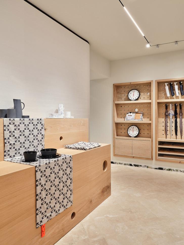 Фото №8 - Первый бутик Off-White в Милане