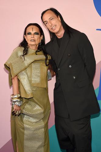 Фото №5 - Мода их связала: самые красивые истории любви культовых дизайнеров
