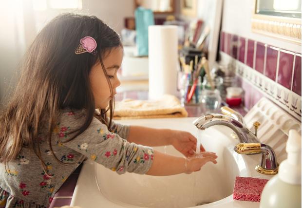 Ребенок боится микробов и постоянно моет руки