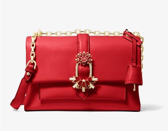 Фото №2 - 16 вещей, без которых не обойтись: жакет Marks & Spencer, сумкаMichael Kors, подвеска Bvlgari,кроссовки YEA2098