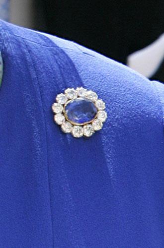 Фото №19 - Близко к сердцу: любимые броши Елизаветы II