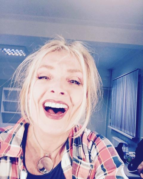 Фото №2 - «Искренняя и прекрасная»: 66-летняя Вайкуле восхитила фолловеров широкой улыбкой