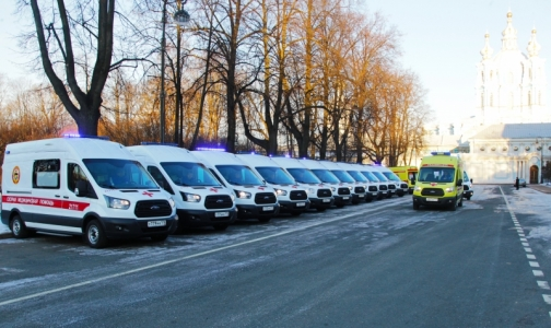 Фото №1 - Губернатору Петербурга показали полторы сотни новых «Скорых»