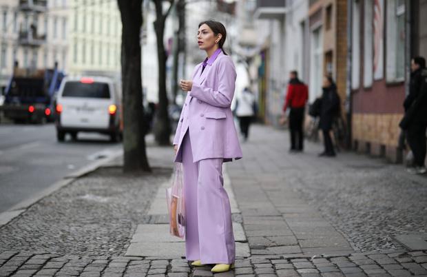 Фото №1 - Полезные советы: как продлить жизнь старой одежде?