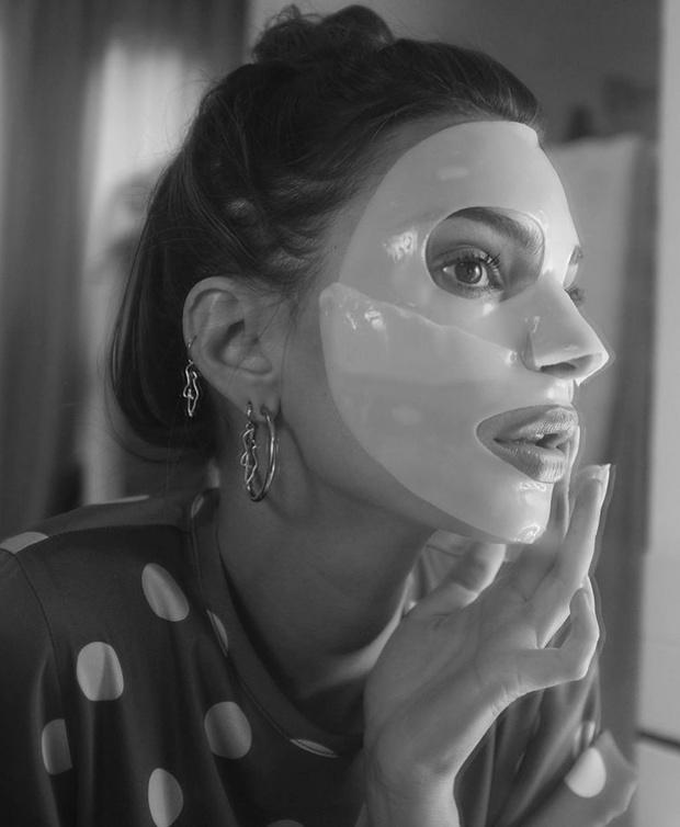 Какой маской для лица пользуется Эмили Ратаковски