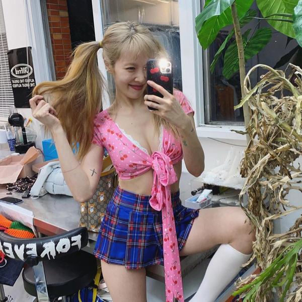 Фото №1 - Топ-5 модных маст-хэвов на лето 2021 от Хёны