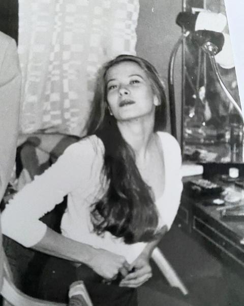 Высоцкая вспомнила, как выглядела в студенчестве с длинными волосами, фото