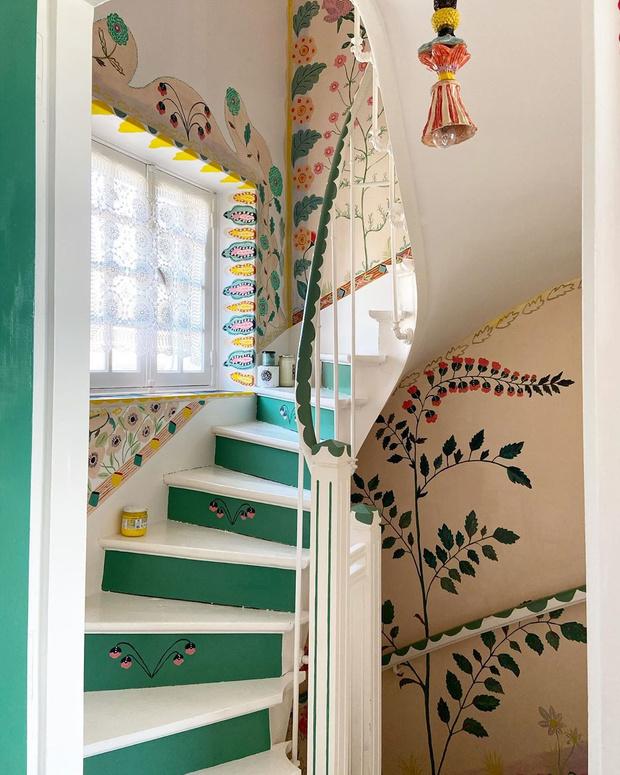 Фото №3 - Французская художница расписала свой дом цветами