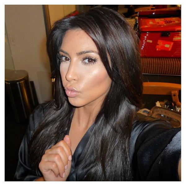 Фото №6 - Бьюти-зашквар: 10 самых нелепых мейков Ким Кардашьян