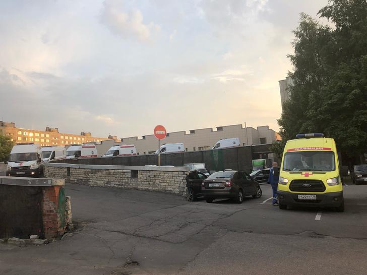 Фото №1 - «Нековидные» больницы превратились в ад— честный репортаж из приемного отделения