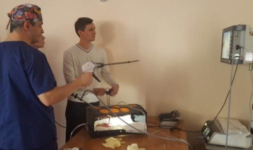 Фото №1 - В Петербурге детские хирурги Северо-Запада учатся оперировать без вскрытия грудной клетки