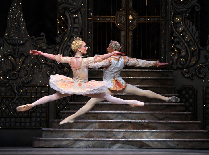 Фото №2 - Герцогиня Кейт тайно сводила принцессу Шарлотту в театр