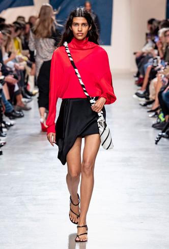 Фото №6 - Асимметрия, деним и карго: самые модные юбки лета 2020