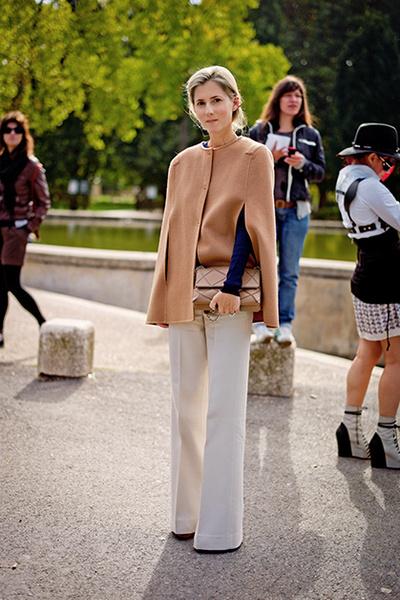 Фото №3 - Нескучные способы носить классическое пальто