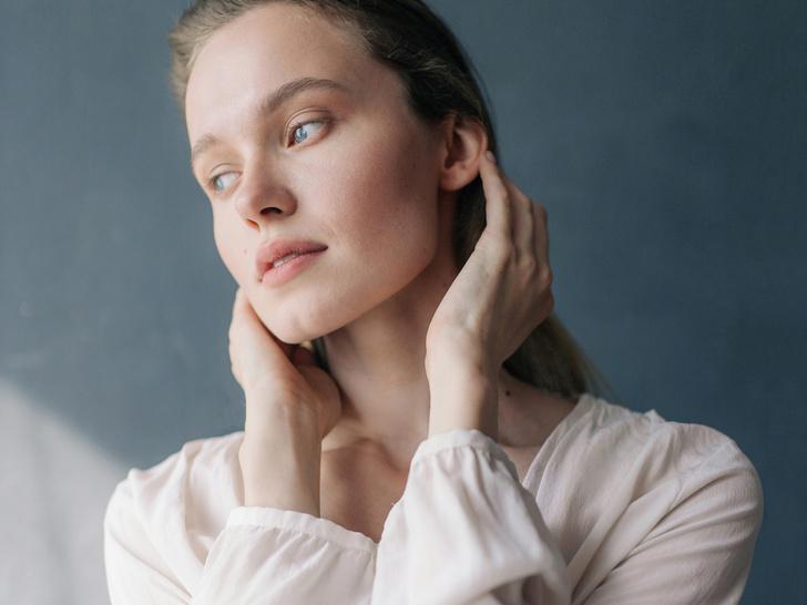 Фото №1 - Как подтянуть овал лица без пластики: 5 простых упражнений на каждый день
