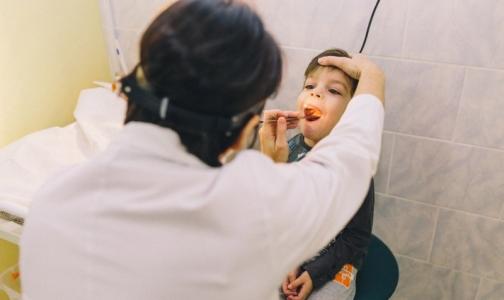 Фото №1 - Врачи СПбГПМУ «научили» дышать 5-летнего ребенка с заращением гортани