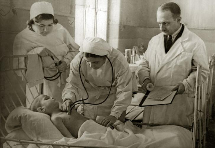 Фото №1 - «Болезни мирного времени просто исчезли»: как медики блокадного Ленинграда спасали горожан