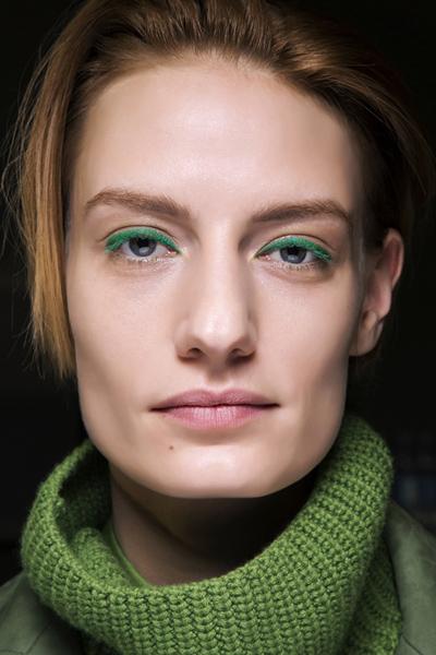 Фото №1 - Оттенки розового и синего: как красить глаза в этом сезоне