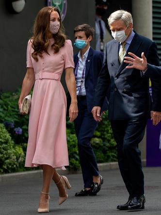 Фото №2 - Любящий отец и лучший друг: герцогиня Кейт и ее трогательные отношения с Майклом Миддлтоном