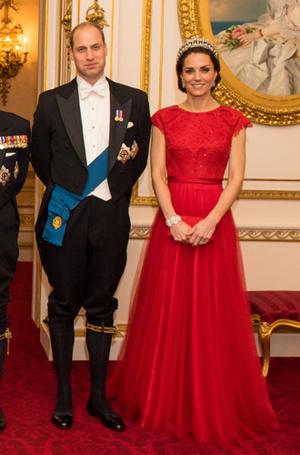 Фото №9 - 15 примеров, когда королевские особы надевали одно и то же вечернее платье несколько раз