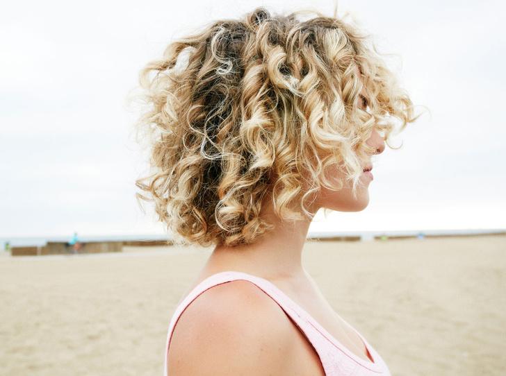 Фото №13 - 5 незаменимых средств для ухода за кудрявыми волосами