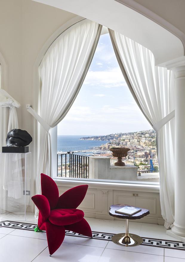 Фото №3 - Яркая квартира с дизайнерской мебелью в Неаполе