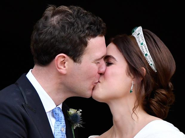 Фото №17 - Настоящая принцесса: свадебный образ Евгении Йоркской