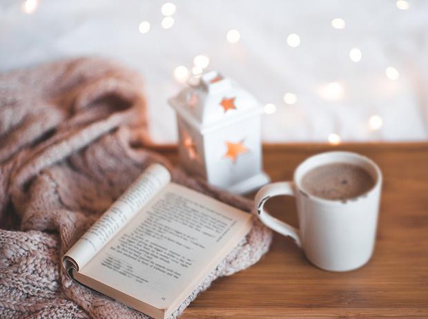Фото №1 - 8 новогодних книг, которые подарят волшебную атмосферу праздника