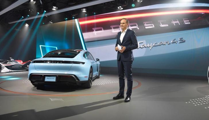 Фото №2 - Как Porsche усмиряет электричество
