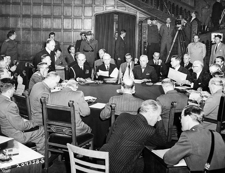 Фото №7 - Решено в Потсдаме: как прошла последняя официальная встреча «большой тройки»