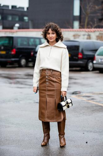 Фото №3 - Свитер с молнией: как носить самый модный джемпер из 90-х