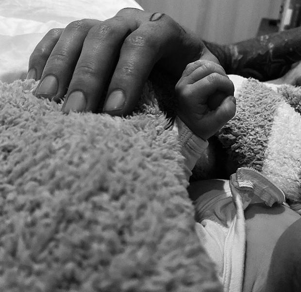 Фото №2 - Джиджи Хадид и Зейн Малик стали родителями: первые фото с малышом
