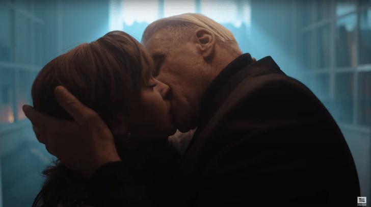 Тилль Линдеманн чувственно поцеловал Аглаю Тарасову