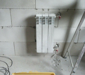 Батарею кухни перенесли на торцовую стену