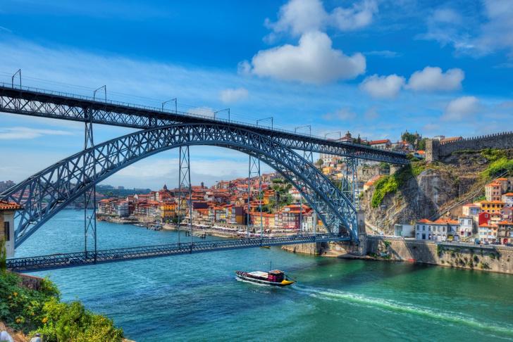 Фото №2 - Чемоданное настроение: 10 городов мира, куда стоит переехать в 2020 году