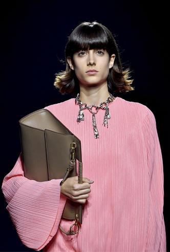 Фото №5 - Фаворит герцогини: что Меган Маркл наденет из новой коллекции Givenchy SS 2019