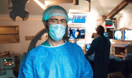 Фото №1 - «Такое очень редко встречается». Тюменские хирурги спасли пациента с торчащим из груди кардиостимулятором
