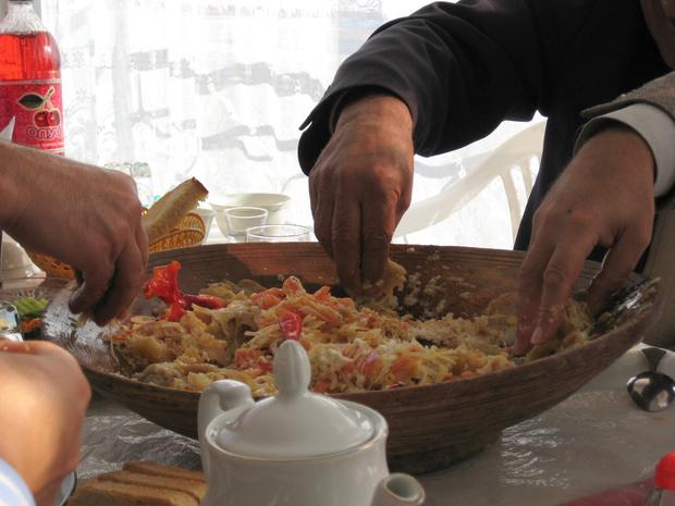 Фото №1 - Исследование: еда вкуснее, если есть ее руками