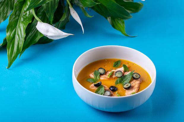 Фото №1 - Не только окрошка: 4 рецепта холодных летних супов