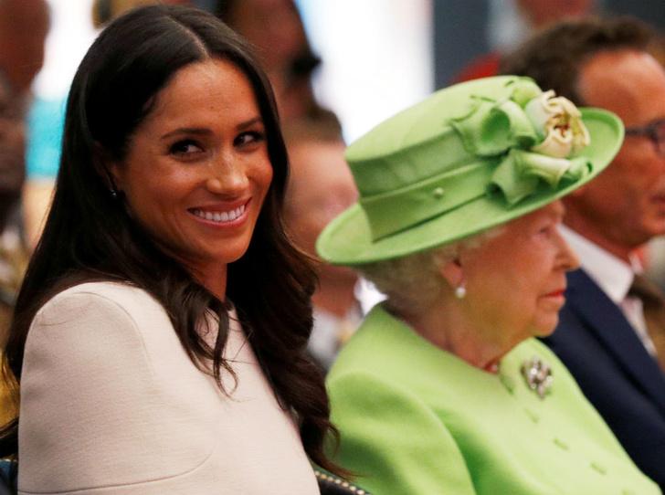 Фото №1 - Меган Маркл сможет называть королеву «мамой» (но это не то, о чем вы подумали)