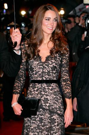 Фото №14 - Королевский дресс-код: любимые сумки герцогини Кембриджской