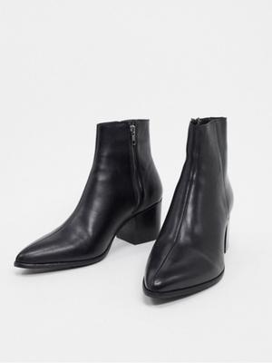 Фото №14 - В тренде: какую обувь носить осенью 2020