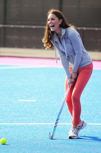 Фото №5 - Спорт на шпильках: герцогиня Меган слишком элегантна?