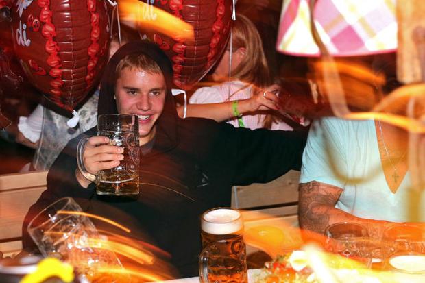 Фото №4 - Джастин Бибер и его гигантская шуба сделают твой день