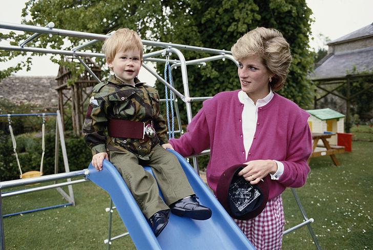 Фото №3 - 26 редких кадров принцессы Дианы с детьми— принцами Гарри и Уильямом